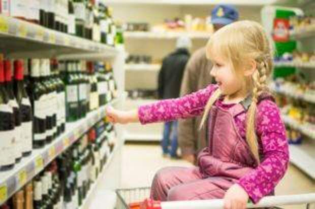 Что грозит взрослому за покупку алкоголя для несовершеннолетнего?