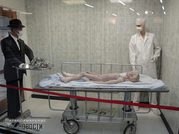 Рассказы о телах пришельцев от Гленна Дэнниса, который работал бальзамировщиком тел в Розуэлле