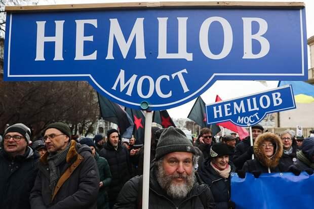 Участники марша памяти политика Бориса Немцова, приуроченного к пятой годовщине убийства политика, от Страстного бульвара до проспекта Академика Сахарова. Фото: Сергей Фадеичев/ТАСС