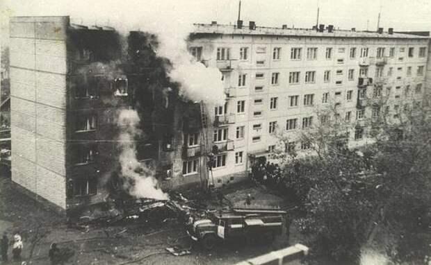 45 лет назад «хрущевку» протаранил самолет: исповедь выживших с улицы Степной