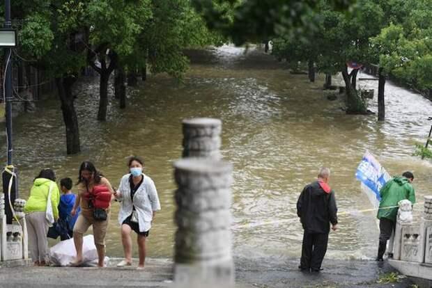 Более 70 тысяч жителей Китая оказались в зоне бедствия из-за сильных дождей