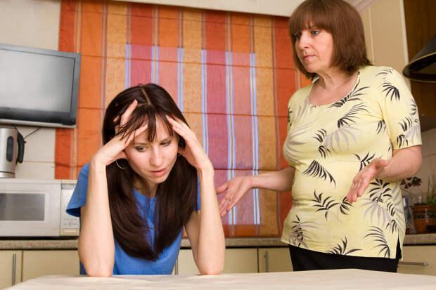 Дочери не разрешаю приглашать в гости свёкров: помогать молодым они не хотят, нечего им и на внучку смотреть