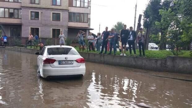 Ливни и град принесли несчастья украинцам, регионы пострадали от стихии: кадры разрушений