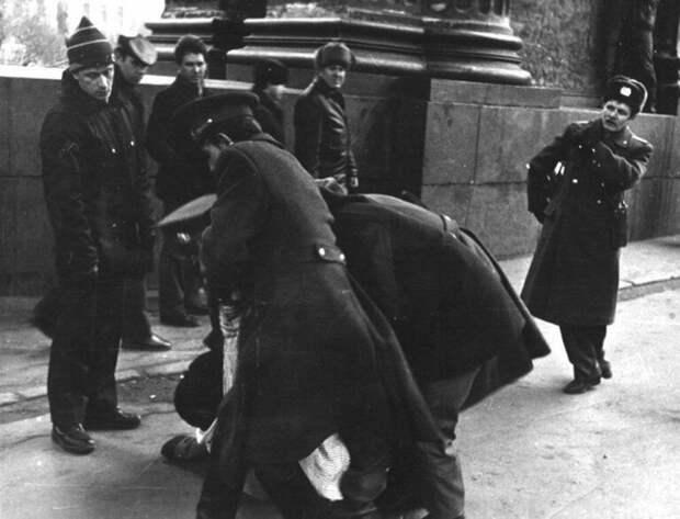 Кэгэбэшник или милиционер: в каких случаях один мог задержать другого