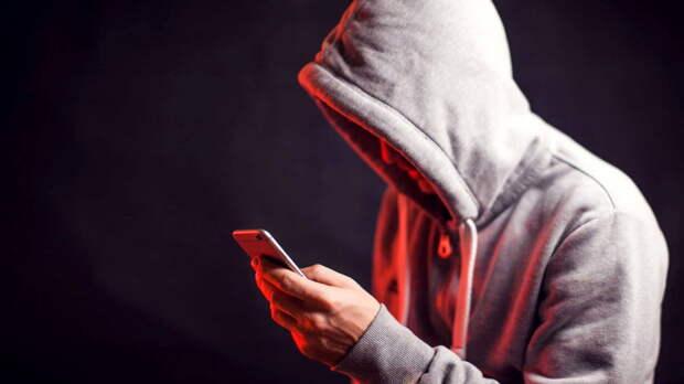 Как одной фразой разоблачить телефонных мошенников, рассказал экс-полицейский