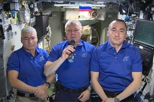 Космонавты с МКС поздравили землян с Днем Победы