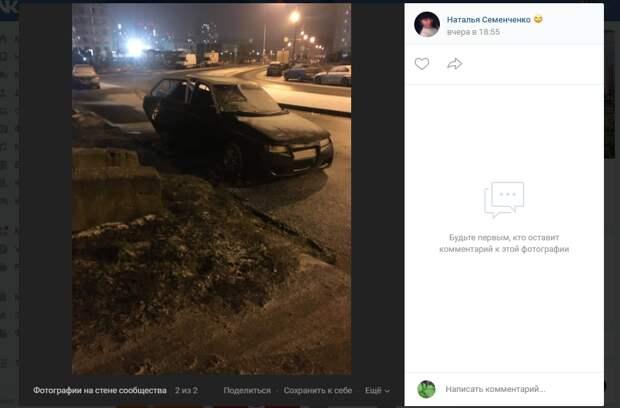 На проспекте Защитников Москвы разгромили припаркованную машину