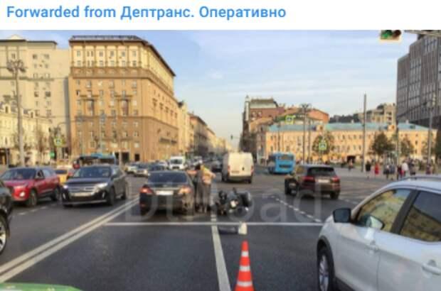 Авария на Ленинградке парализовала движение