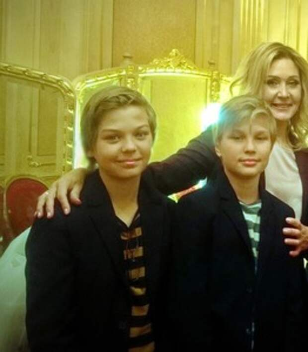 Внуки-близнецы Вячеслава Тихонова растут красивыми и милыми мальчишками (фото)