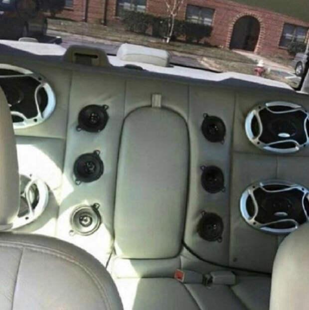 Заднее сиденье меломана. | Фото: YesEmails.com.