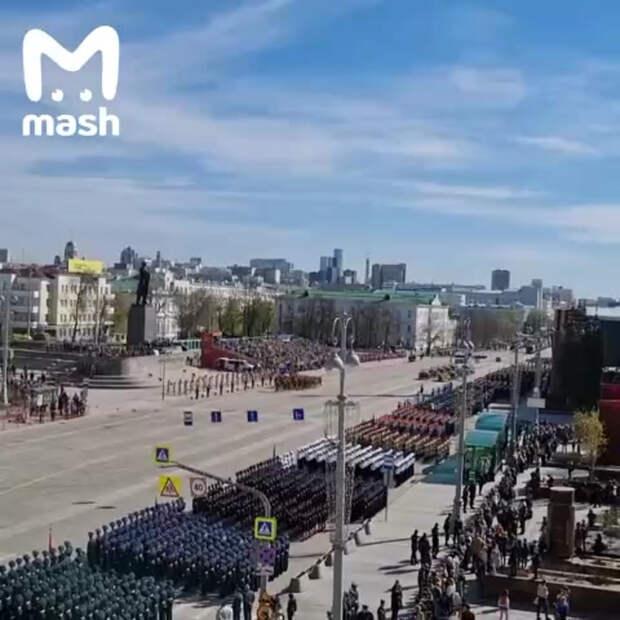 Патриотического утра! Москва сейчас пахнет маслом, горячей бронёй и дизельным...