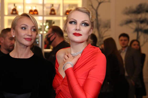 «Поедем тайными тропами»: Рената Литвинова стала голосом «Яндекс.Карт»