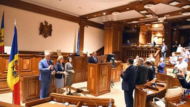 В Молдавии затяжной политический кризис завершился формированием правительства