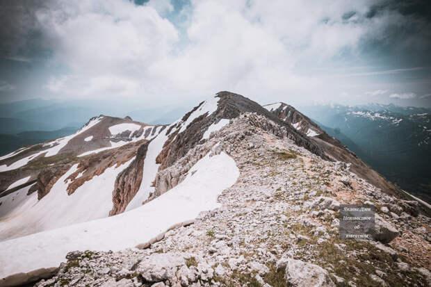 Вид на предвершинный гребень в обратную сторону (от вершины)