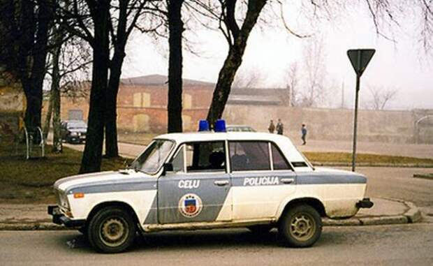 Жителей Латвии хотят обложить налогом настарые автомобили