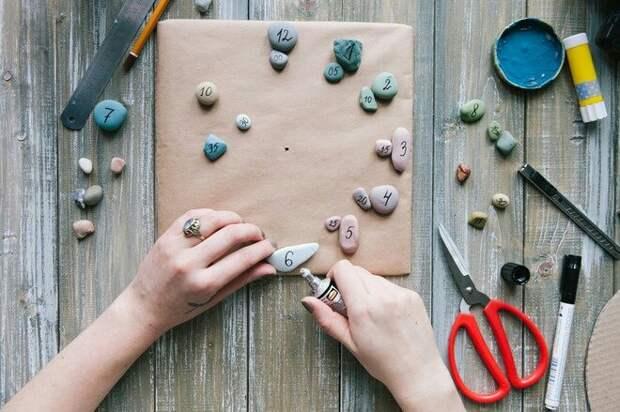 Нетривиальная идея для декора из картона и камней