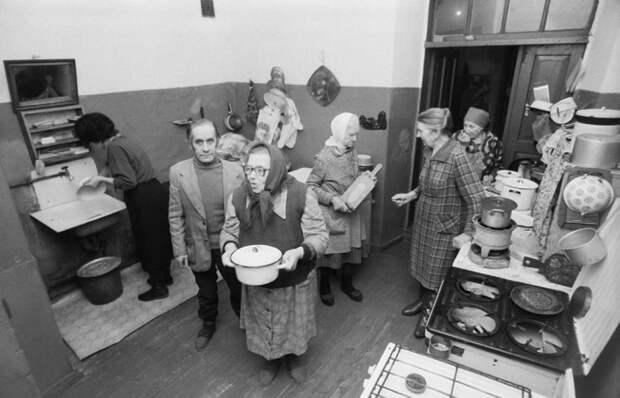 Негласные законы жизни в советских коммуналках (6 фото)