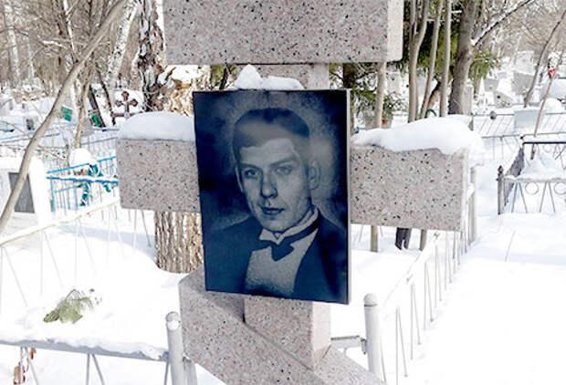 Могила Олега Нелюбина — одного из лидеров ОПГ