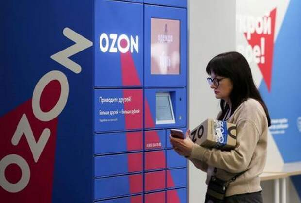 FILE PHOTO: A woman picks up an order at the pick-up point of the Ozon online retailer in Moscow, Russia, March 16, 2020. REUTERS/Evgenia Novozhenina