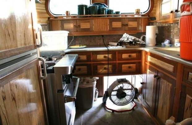Peacemaker II - уникальный автобус, созданный руками энтузиастов Peacemaker, авто, автобус, автомобили, дом на колесах, кемпер, транспорт