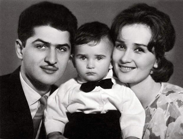 Зинаида Кириенко и Валерий Тарасевский с сыном. / Фото: www.actoronline.ru