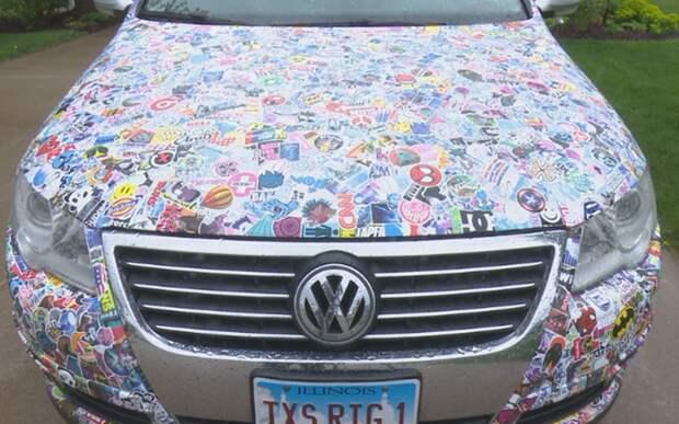 Прохожие оборачиваются: на машине 10 тысяч наклеек