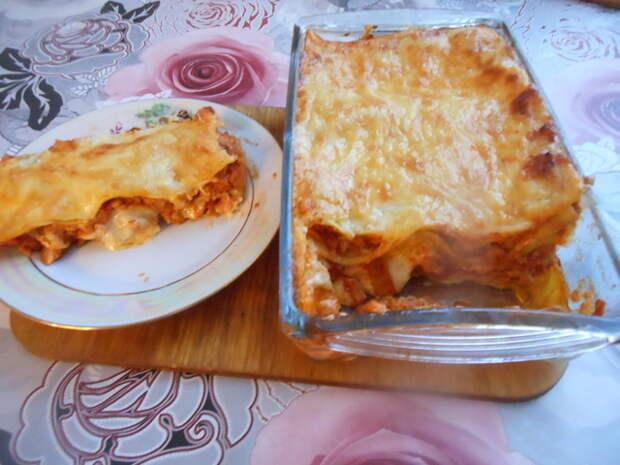 Фото к рецепту: Лазанья с мясом под сырным соусом