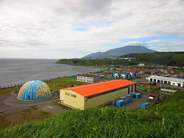 Итуруп. Курильск - столица острова, но есть и несколько других посёлков.