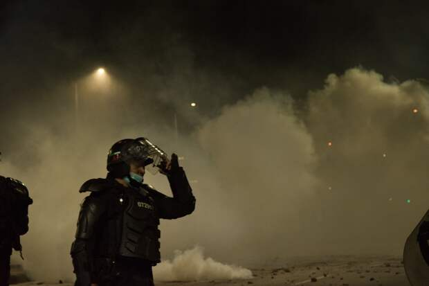 Протестующие пошли на штурм Конгресса Колумбии. События дня