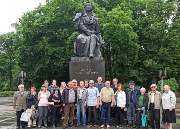 «Мы один народ». В Киеве привели в порядок оскверненный нациками памятник Пушкину