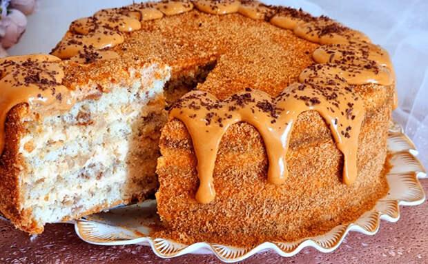 Торт часто требует дорогих продуктов, но мы сделаем его из простых. Внутри сметана, сгущенка и груша