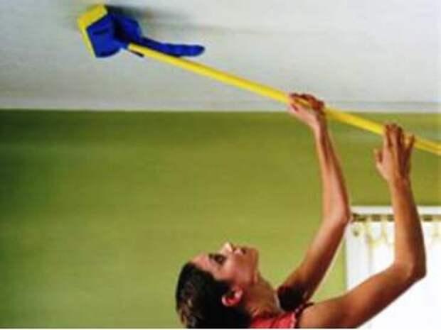 Как и чем чистить натяжной потолок?