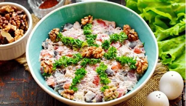 Простой салат «Лора» с баклажанами: всего из трех ингредиентов