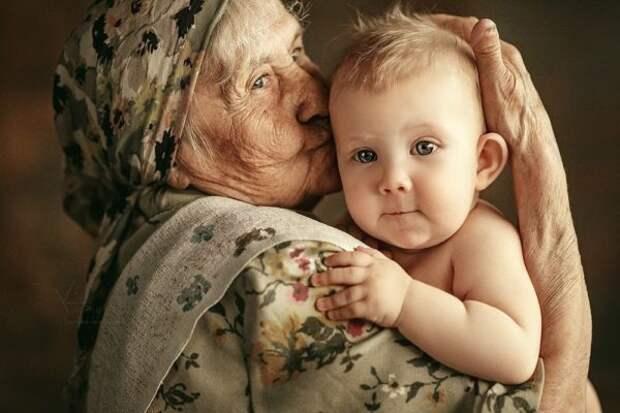 Какая бабушка приносит больше пользы в семью: мама мужа или жены?