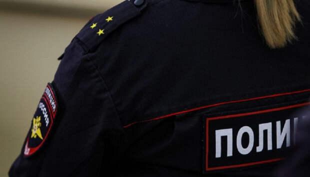 На женщину-полицейского вылили таз грязной воды в Карелии