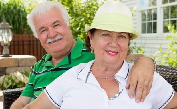 Дедушка стал жить с соседкой. Я была рада, что он не один. Но после ЗАГСа «новая жена» сразу стала рушить наши отношения