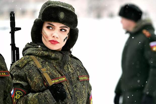 Почему женщин России не призывают в армию. И в ближайшее время не будут