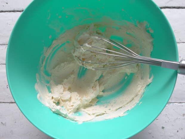 Сама готовлю итальянское мороженое «Семифредо». Получается именно тот нежный вкус настоящего мороженого