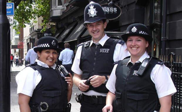 https://www.iphones.ru/wp-content/uploads/2011/11/Officers_in_London-iphones.ru_.jpg