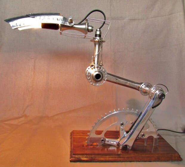 Настольная лампа из старого велосипеда