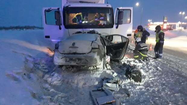 В Башкирии семья с двумя детьми погибла в ДТП с грузовиком