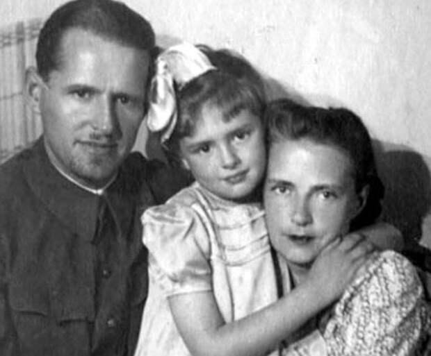 с мужем Сергеем Васильевым и дочерью Варварой