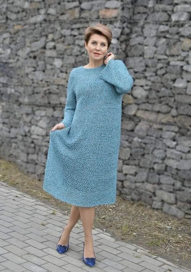 Вязаное платье-свитер для женщин 50+. Оно обязательно должно быть в вашем гардеробе