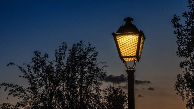Губернатор Петербурга заявил о завершении первого этапа обновления уличного освещения