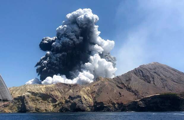 Спасенная изада: девушка, выжившая после извержения вулкана, показала ужасные ожоги нателе
