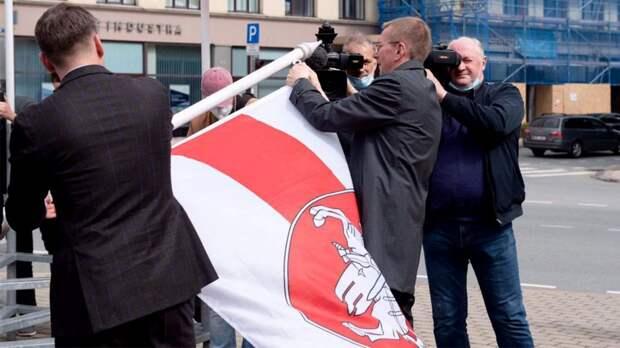 «Просто стыдно! Спорт был вне политики, а теперь что творят?!» Большой скандал на ЧМ с белорусским флагом