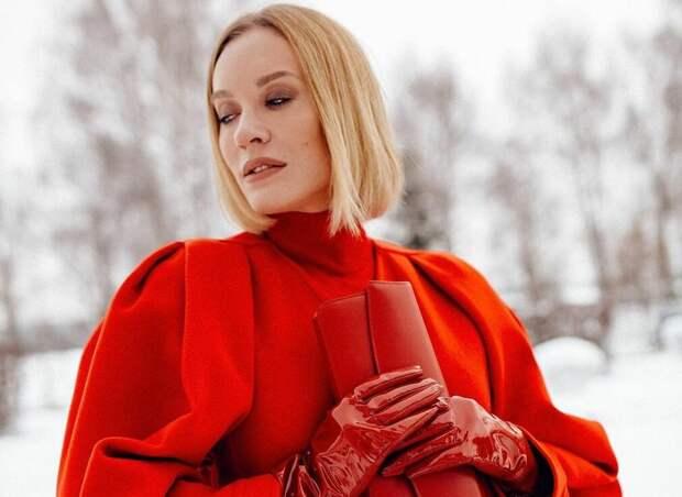 Красные вещи делового гардероба: 10 совершенных примеров