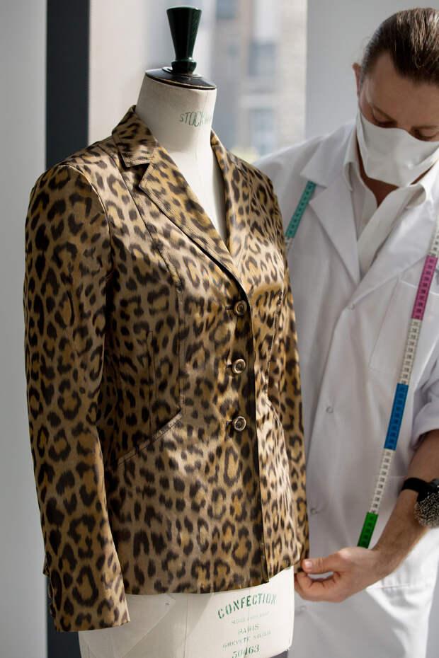 Легенда в новом прочтении: как создавался жакет Dior Bar с леопардовым принтом