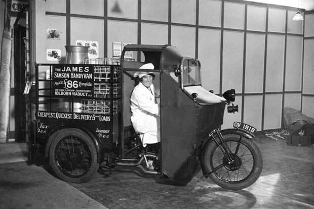 Эта машина была разработана специально для перевозки продуктов и молока, 1953 год авто, мото, ретро