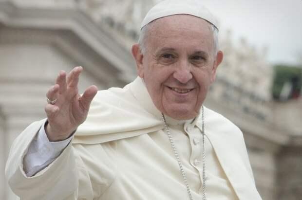 Папа Римский впервые после операции обратился к верующим в Ватикане